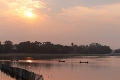 Sonnenaufgang über Taungthaman See Lizenzfreie Stockfotos