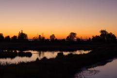 Sonnenaufgang über Wasser Lizenzfreie Stockbilder
