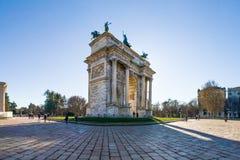 Sonnenaufgang ACRO-della Schritt-(Porta Sempione) in Milan Italy Travelin Stockbilder