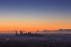 Sonnenaufgang-Ansicht der Brisbane-Stadt vom Berg-Blässhuhn-tha Queensland, Stockbild