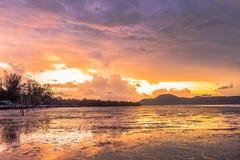 Sonnenaufgang an AO Chalong Lizenzfreies Stockbild