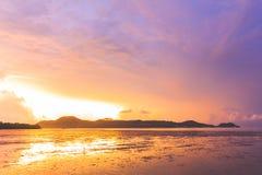 Sonnenaufgang an AO Chalong Lizenzfreie Stockfotos
