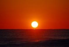 Sonnenaufgang auf Atlantik Stockfotos