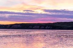 Sonnenaufgang auf Bristol Bay von Ekuk Alaska lizenzfreie stockbilder