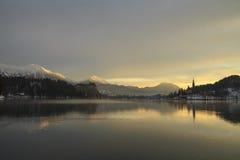 Sonnenaufgang auf dem ausgebluteten See Stockfotos