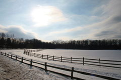 Sonnenaufgang auf dem Bauernhof lizenzfreie stockfotos