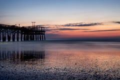 Sonnenaufgang auf dem Pier Lizenzfreies Stockfoto