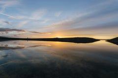 Sonnenaufgang auf dem Reservoir stockfotos