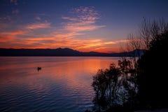 Sonnenaufgang auf dem See Stockbilder