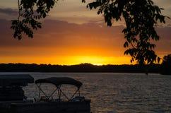Sonnenaufgang auf dem See stockfotos