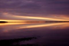 Sonnenaufgang auf dem See (Pfeil) Lizenzfreies Stockbild