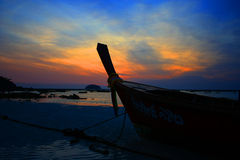 Sonnenaufgang auf dem Strand Lizenzfreies Stockfoto