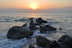 Sonnenaufgang auf dem Strand in Fujairah UAE Lizenzfreie Stockfotos