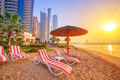 Sonnenaufgang auf dem Strand an Perian-Golf Stockfotos