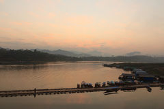 Sonnenaufgang auf dem Sungaria-Fluss Lizenzfreie Stockfotos