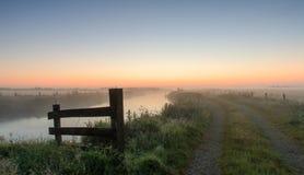 Sonnenaufgang auf den Gebieten Lizenzfreie Stockfotos