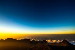 Sonnenaufgang auf der des Berg-Adams Spitze Sri Lanka Stockbild