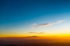 Sonnenaufgang auf der des Berg-Adams Spitze Sri Lanka Stockbilder