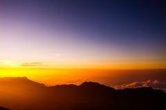 Sonnenaufgang auf der des Berg-Adams Spitze Sri Lanka Stockfotos