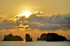 Sonnenaufgang auf der Phangnga-Bucht, Thailand stockbild