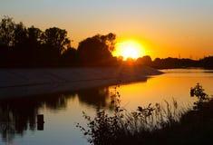 Sonnenaufgang auf Fluss Lizenzfreies Stockbild
