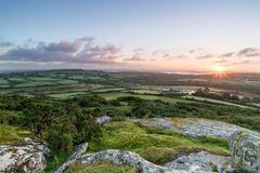 Sonnenaufgang auf Helman-Felsen in Cornwall Stockbilder