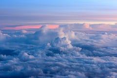 Sonnenaufgang auf Himmel und Wolken, Hintergrund Stockfotografie