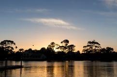 Sonnenaufgang auf Leven River in Ulverstone Tasmanien Lizenzfreies Stockfoto