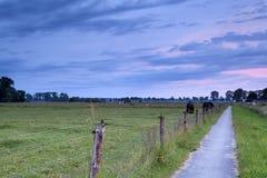 Sonnenaufgang auf niederländischem Ackerland Stockfotografie