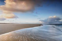 Sonnenaufgang auf Nordseeküste stockfotos