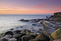 Sonnenaufgang auf Portland in Dorset stockfotos