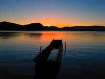 Sonnenaufgang auf See Lizenzfreie Stockfotos