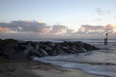 Sonnenaufgang auf Southwold-Strand, Suffolk, England stockbild