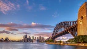 Sonnenaufgang auf Sydney Harbour von Milsons-Punkt, NSW, Australien stockfotos