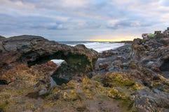 Sonnenaufgang auf vulkanischem Strand des schwarzen Sandes Teneriffa Stockbild