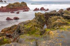 Sonnenaufgang auf vulkanischem Strand des schwarzen Sandes Teneriffa Lizenzfreie Stockbilder