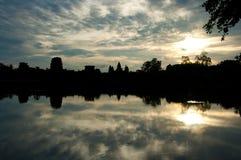 Sonnenaufgang bei Angkor Wat Lizenzfreie Stockbilder