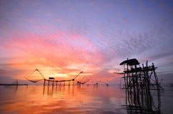 Sonnenaufgang bei baan Pak Pra Thailand lizenzfreie stockfotografie