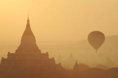Sonnenaufgang bei Bagan Lizenzfreie Stockfotos