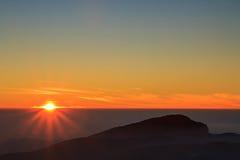 Sonnenaufgang bei Doi Inthanon lizenzfreie stockbilder