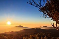 Sonnenaufgang bei Doi Inthanon lizenzfreies stockfoto