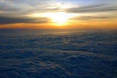 Sonnenaufgang bei dreißig tausend Fuß stockfotos