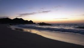 Sonnenaufgang bei Ras Madrakah lizenzfreies stockbild