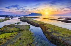 Sonnenaufgang bei Seongsan Ilchulbong, Jeju-Insel, Südkorea lizenzfreies stockbild