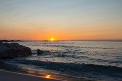Sonnenaufgang in Cala-ginepro Lizenzfreies Stockfoto