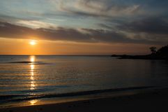 Sonnenaufgang in Cala-ginepro Stockbild