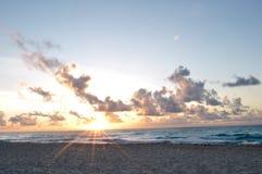Sonnenaufgang in Cancun Lizenzfreie Stockbilder