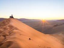 Sonnenaufgang an Düne 45, Namibische Wüste, Namibia Stockbild