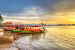 Sonnenaufgang in dem Fluss im KOH Kho Khao Stockbild