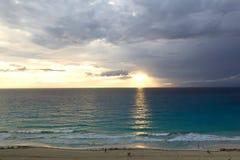 Sonnenaufgang in dem Meer Lizenzfreies Stockfoto